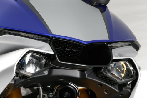Suzuki GSX-R1000 so găng với Yamaha YZF-R1 - 3
