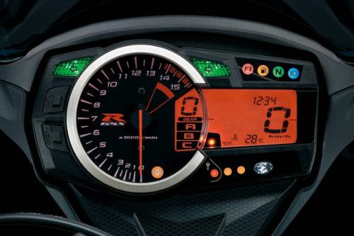 Suzuki GSX-R1000 so găng với Yamaha YZF-R1 - 6