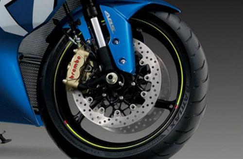 Suzuki GSX-R1000 so găng với Yamaha YZF-R1 - 8