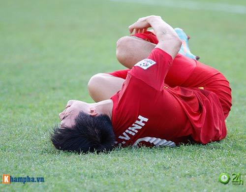 HLV Hữu Thắng & Công Vinh tố cầu thủ Malaysia đá láo - 1