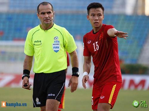 HLV Hữu Thắng & Công Vinh tố cầu thủ Malaysia đá láo - 2