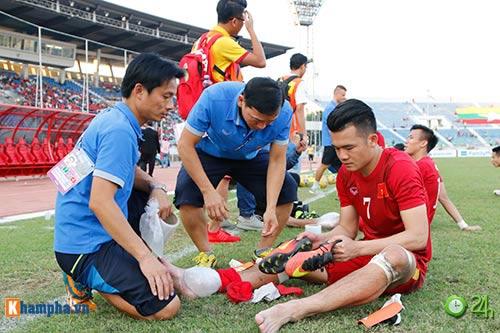 HLV Hữu Thắng & Công Vinh tố cầu thủ Malaysia đá láo - 8