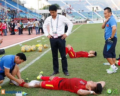 HLV Hữu Thắng & Công Vinh tố cầu thủ Malaysia đá láo - 10