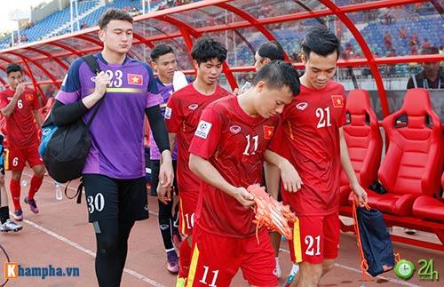 HLV Hữu Thắng & Công Vinh tố cầu thủ Malaysia đá láo - 11