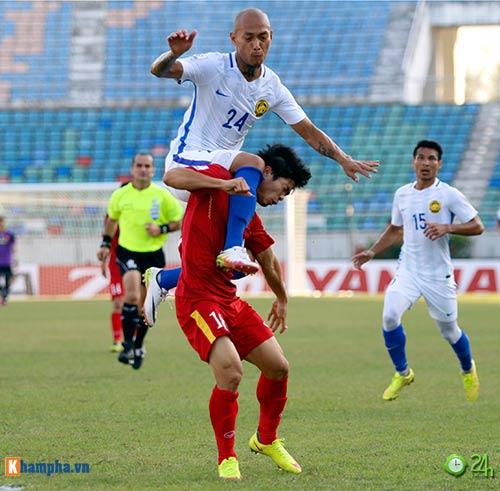 HLV Hữu Thắng & Công Vinh tố cầu thủ Malaysia đá láo - 12