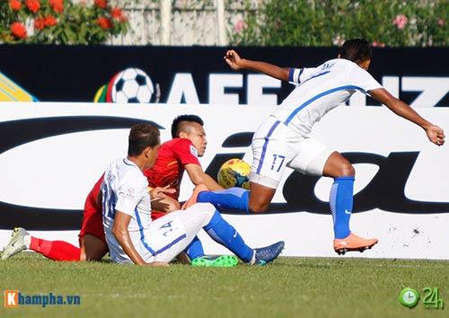 HLV Hữu Thắng & Công Vinh tố cầu thủ Malaysia đá láo - 15