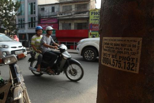 """Ảnh: """"Ma trận"""" quảng cáo thông cống,  hút bể phốt ở Hà Nội - 11"""