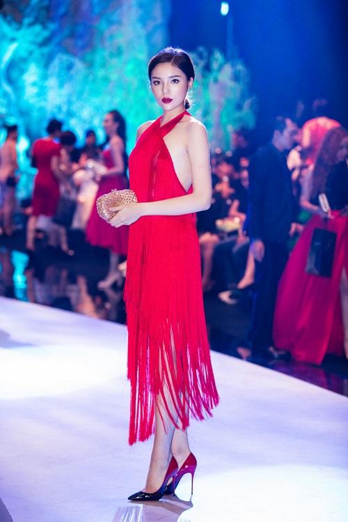 Hoa hậu Kỳ Duyên liên tiếp mặc táo bạo sau khi Nam tiến - 2