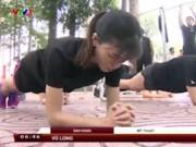 Thể thao - Thiếu nữ Sài Gòn chống đẩy như lực sỹ, mày râu nể phục