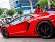 Siêu Lamborghini Aventador Roadster náo loạn Sài Gòn khi đổ xăng