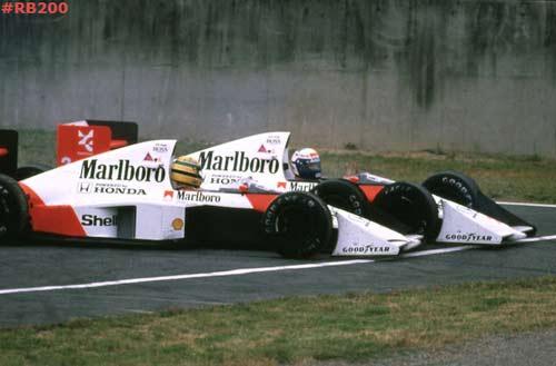 F1, gà nhà đá nhau: Bài học từ Vettel - Webber - 2