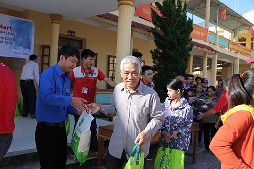 LOTTE Mart trao 600 phần quà cứu trợ cho đồng bào 2 tỉnh Hà Tĩnh, Quảng Bình - 4
