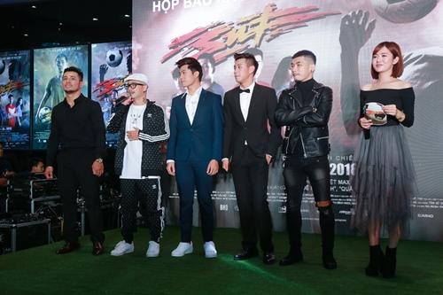 """Hà Anh và Trương Nhi gợi cảm nhất ngày ra mắt phim """"Sút"""" - 3"""