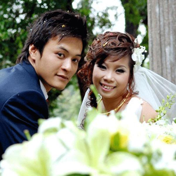 """Hôn nhân hạnh phúc của 2 nam DV hot nhất """"giờ vàng"""" - 1"""