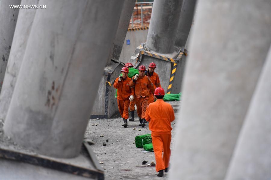 Sập giàn giáo ở Trung Quốc khiến 40 người tử nạn - 3
