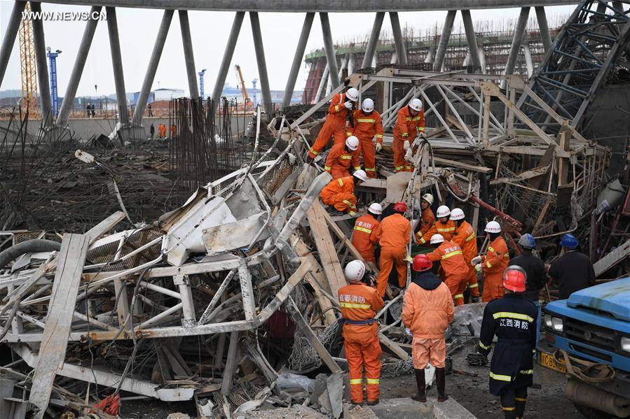 Sập giàn giáo ở Trung Quốc khiến 40 người tử nạn - 1