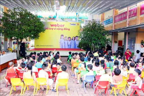 Mang niềm vui đến lớp học cho trẻ em ngoại thành - 4