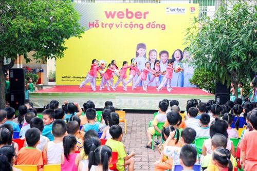 Mang niềm vui đến lớp học cho trẻ em ngoại thành - 6