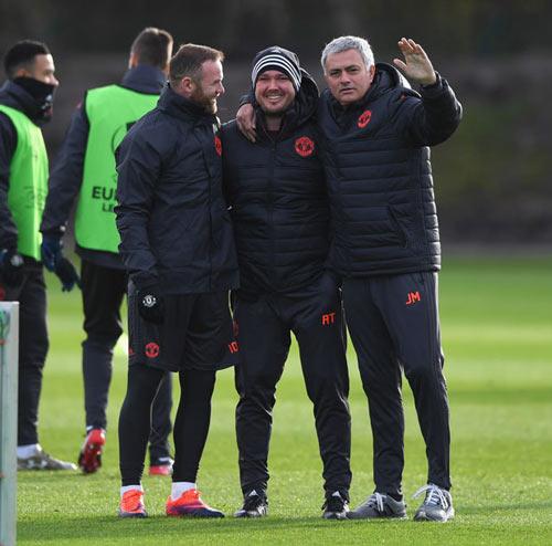 Mourinho: Xây đế chế MU, cần thời gian như Sir Alex - 8