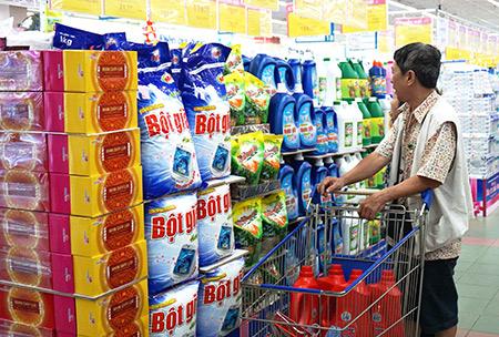 Cuối tuần siêu thị giảm giá mạnh bột giặt, dầu gội, chảo chống dính - 1