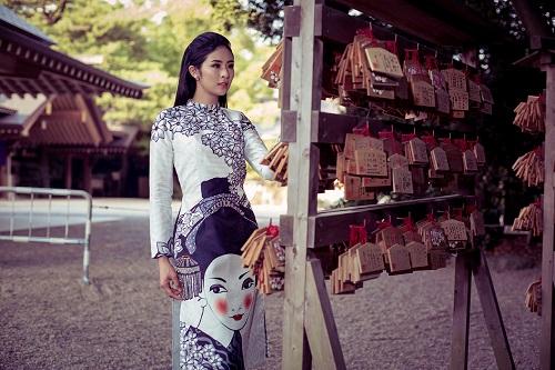 HH Ngọc Hân khoe vẻ kiều diễm với áo dài in họa tiết lạ - 4