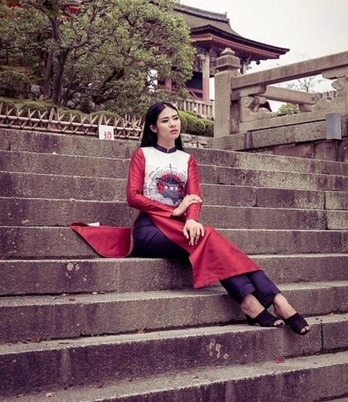 HH Ngọc Hân khoe vẻ kiều diễm với áo dài in họa tiết lạ - 3