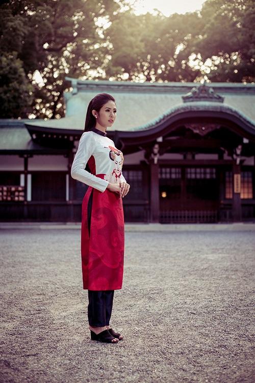 HH Ngọc Hân khoe vẻ kiều diễm với áo dài in họa tiết lạ - 5