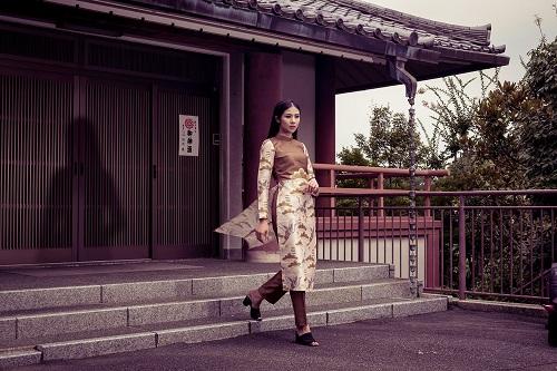 HH Ngọc Hân khoe vẻ kiều diễm với áo dài in họa tiết lạ - 7