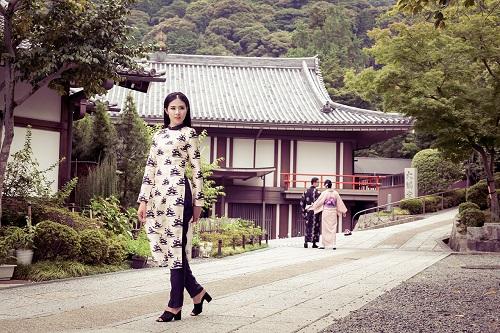 HH Ngọc Hân khoe vẻ kiều diễm với áo dài in họa tiết lạ - 8