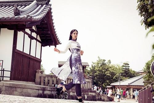 HH Ngọc Hân khoe vẻ kiều diễm với áo dài in họa tiết lạ - 9
