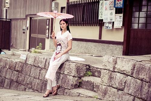 HH Ngọc Hân khoe vẻ kiều diễm với áo dài in họa tiết lạ - 10