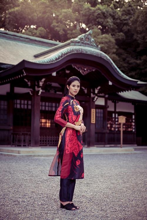 HH Ngọc Hân khoe vẻ kiều diễm với áo dài in họa tiết lạ - 13