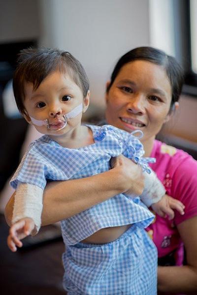 Trẻ Việt bị dị tật tim bẩm sinh sang Thái phẫu thuật - 1