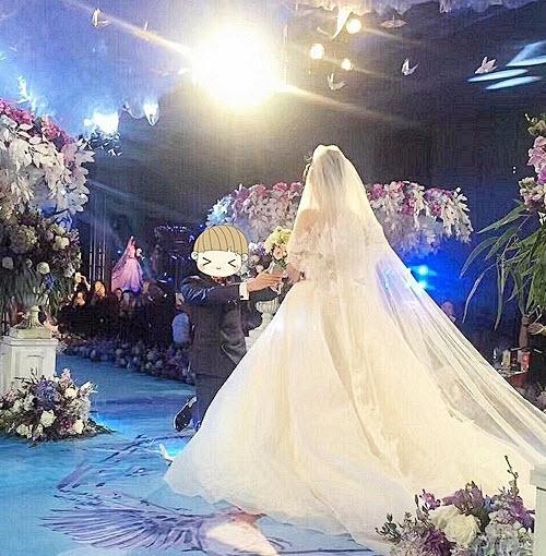 Phì cười với quà cưới bất ngờ trong đám cưới trăm tỷ - 2