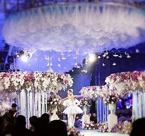 Phì cười với quà cưới bất ngờ trong đám cưới trăm tỷ - 6