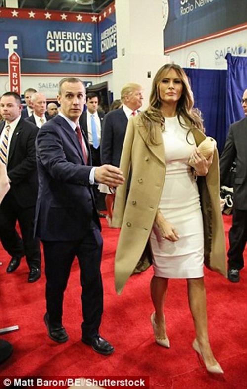 Không phải mọi nhà thiết kế đều tẩy chay bà Trump - 7