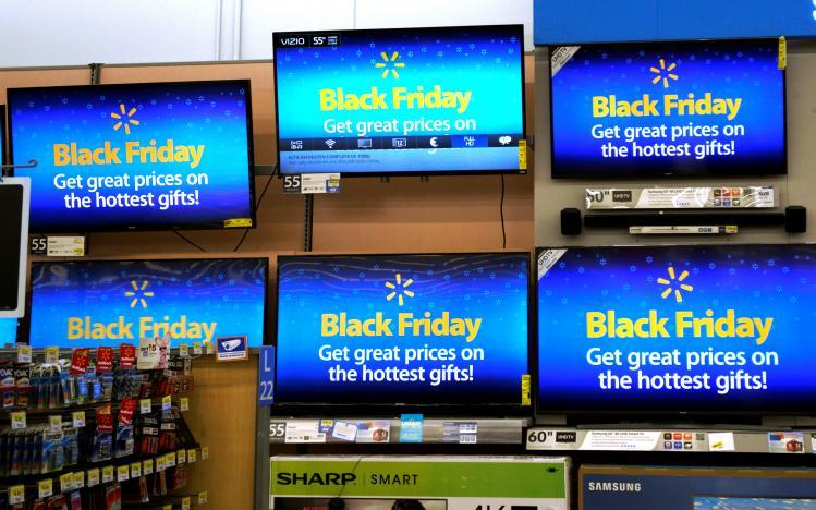 Nhiều cửa hàng Mỹ giảm giá sốc trước Thứ Sáu Đen - 1