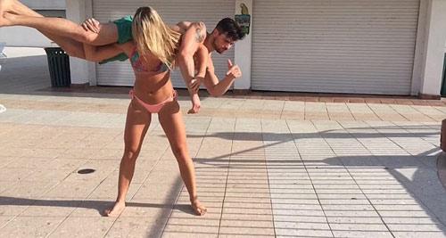 Hoa hậu siêu khỏe: Mặc bikini vác bạn trai lên vai - 4