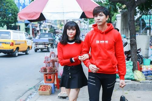 Vợ chồng Trương Quỳnh Anh tình cảm chốn đông người - 1