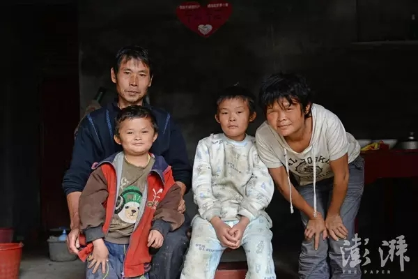 Cậu bé giống hệt Jack Ma gặp rắc rối vì nổi tiếng - 2