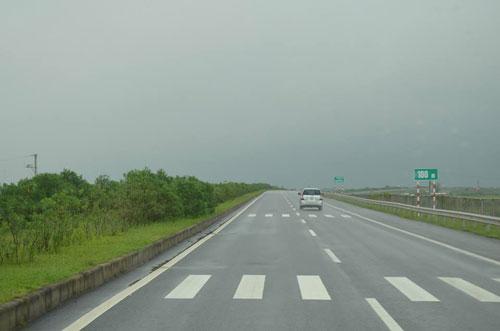 Cục Quản lý cao tốc: Sẽ yêu cầu chủ đầu tư thay thế biển báo cũ - 2