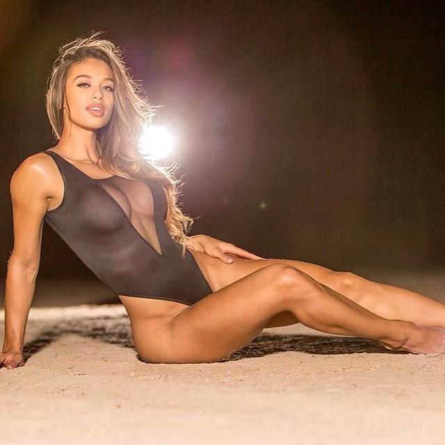 Muốn tập gym ngay khi thấy mỹ nữ Brazil gợi tình này - 9
