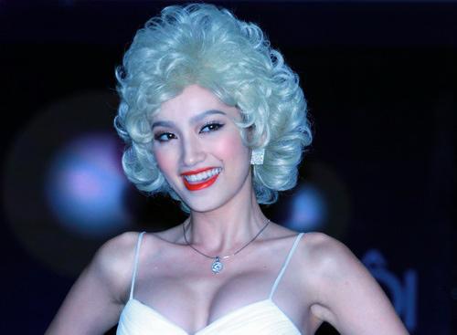 """Mỹ nhân Việt người rạng ngời, kẻ""""xấu lạ"""" vì tóc giả - 9"""