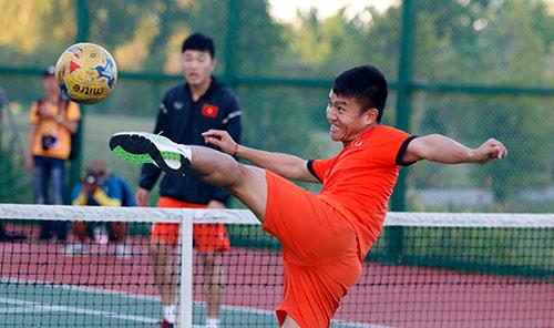 Xuân Trường, Ngọc Hải trình diễn kỹ thuật ở sân tennis - 9