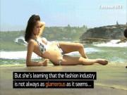 Thời trang - Người mẫu hốt hoảng vì tai nạn khó đỡ khi chụp bikini