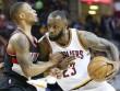 """Siêu sao bóng rổ NBA bùng nổ với kỳ tích """"triple-double"""""""