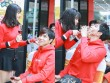 Vợ chồng Trương Quỳnh Anh tình cảm chốn đông người