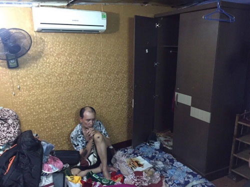 Ập vào điện thờ ở Hà Nội, bắt thầy cúng buôn ma túy - 1