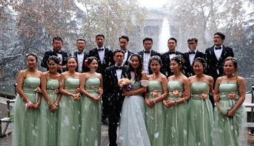 Co ro trong tuyết lạnh để chụp ảnh cưới đẹp tuyệt vời - 2