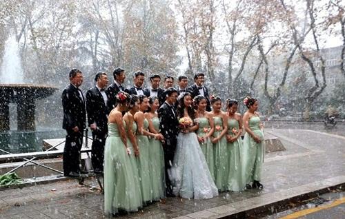 Co ro trong tuyết lạnh để chụp ảnh cưới đẹp tuyệt vời - 3